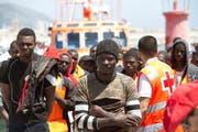 Gerettete Migranten erreichen den Hafen von Motril im Süden Spaniens. (Miguel Paquet/EPA, 21. Juni 2018)