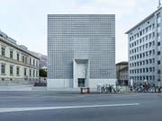 Der von den spanischen Architekten Fabrizio Barozzi und Alberto Veiga entworfene Erweiterungsbau des Bündner Kunstmuseums ist beim Publikum ein Renner. (Bild: KEYSTONE/CHRISTIAN BEUTLER)