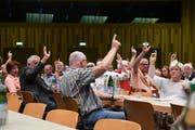 Klare Voten an der Gemeindeversammlung im Pentorama. (Bild: Rita Kohn)