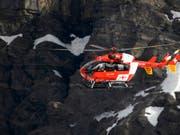 An der Bergung des tödlich verletzten Berggängers war auch die Schweizerische Rettungsflugwacht beteiligt (Bild: KEYSTONE/LAURENT GILLIERON)