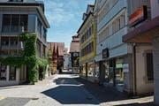 Die Oberdorfstrasse kommt einer Ladenmeile am nächsten, dennoch fehlt es an Frequenz. (Bild: Martin Schneider)