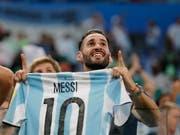 Lionel Messi sei Dank: Argentinien hat sich nach dem Knorz in der Vorrunde mit seinem Captain und dessen Team versöhnt (Bild: KEYSTONE/AP/RICARDO MAZALAN)