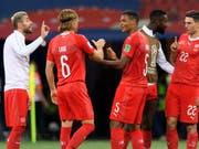 Die Schweizer Nationalspieler atmen nach dem 2:2 gegen Costa Rica auf (Bild: KEYSTONE/LAURENT GILLIERON)