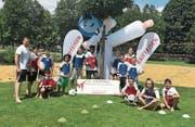 Als Vorbereitung zur kommenden Schweizermeisterschaft trainierten Athletinnen und Athleten im Wattwiler Freibad. (Bild: Urs Huwyler)