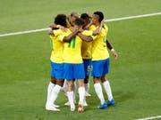 Brasilien feiert das 1:0 von Paulinho (Bild: KEYSTONE/AP/ANTONIO CALANNI)
