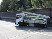 Der Lieferwagen schleuderte über mehrere Autobahnspuren, als sich sein linkes Hinterrad löste. (Bild: Kantonspolizei St. Gallen)