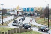 Digitale Verzollung soll zukünftig lange Warteschlangen an den Grenzen wie hier in Kreuzlingen verhindern. (Bild: Ennio Leanza/Keystone (17. Januar 2015)