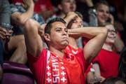 Ein Fan ist nach dem zweiten Tor von Costa Rica frustriert. (Bild: Andrea Stalder)