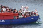 Das seit Tagen blockierte Rettungsschiff Lifeline mit über 200 Flüchtlingen durfte gestern in Malta anlegen. Bild: Domenic Aquilina/EPA (27. Juni 2018)