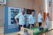 In der BZB Mehrzweckhalle präsentierten die angehenden Ingenieure am Dienstag ihre Systemtechnik-Projekte 2018. (Bild: Jessica Nigg)