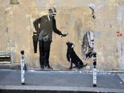 Banksy im Geburtsort der Schablonenkunst: Der britische Streetart-Künstler bekennt sich zu neuen Werken in Paris, die am Wochenende aufgetaucht sind. (Bild: Keystone/EPA/JULIEN DE ROSA)