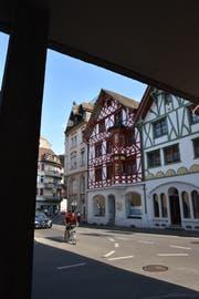 Im roten Riegelhaus an der Hauptstrasse 13 soll es bald einen Einkaufsladen geben. Bild: Annina Flaig