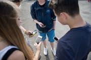 Neue Klassenchats sollen nicht mehr über Whatsapp geführt werden, empfiehlt der Kanton. Bild: Pius Amrein (2. September 2014)
