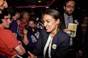 Alexandria Ocasio-Cortez setzt sich bei den Vorwahlen der Demokraten in New York durch. Bild: Scott Heins /Getty (26. Juni 2018)