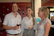 Gemeinderätin Brigitte Rebsamen (rechts) mit Neuzuzügern. (Bild: PD/Gemeinde Rickenbach)