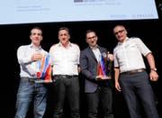 Christoph Grepper (links) durfte am 13. Juni für die Gemeindewerke Erstfeld den Abacus-Innovationspreis 2018 entgegen nehmen. (Bild: PD)