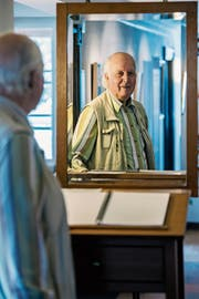An den Anfang seiner Ausstellung hat Jürg Ganz einen Spiegel gestellt. (Bilder: Reto Martin)