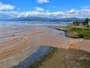 Schwere Unwetter mit Überschwemmungen verderben zahlreichen Touristen ihre Ferien in Griechenland. (Bild: KEYSTONE/EPA ANA-MPA/BOUGIOTIS VANGELIS)