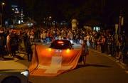 Die Albanien-Flaggen waren bei der zweiten Party am Wiler Schwanenkreisel verschwunden. (Bild: Christoph Heer)