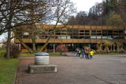 Das Schulhaus Grenzhof in Littau. (Bild: Dominik Wunderli (22. November 2016))