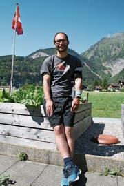 Simon Halter zu Hause in Lungern: «Mir geht es sehr gut, ich muss mich einfach in Geduld üben.» (Bild: Sepp Odermatt (23. Juni 2018))
