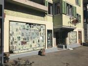 Verhangene Schaufenster: In der «RhabarBar» wurde in den letzten Wochen renoviert.Bild: Tanja von Arx