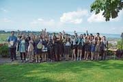 Die frisch gebackenen Gastronomiefachleute feierten im Weiler Haufen in Lutzenberg ihren erfolgreichen Lehrabschluss. (Bild: Karin Erni)
