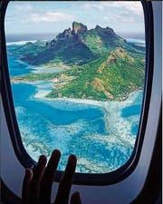 Der Blick aus dem Flugzeug auf Bora Bora