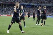 Luca Modric (vorne) und die Kroaten stehen mit drei Siegen im Achtelfinal. (Bild: AP)
