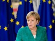 Angela Merkel (CDU) ist beim EU-Gipfel in Brüssel unter Druck: Die deutsche Kanzlerin muss bei der Migrationsfrage mit einem Vorschlag zurück nach Deutschland kommen, der ihre konservativere Schwesterpartei CSU zufrieden stellt. (Bild: KEYSTONE/EPA/NICOLAS LAMBERT)