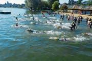 Startschuss zur ersten Seeüberquerung «swim4cleanwater» im Sommer 2016 in der Badi Ermatingen. (Bild: PD)