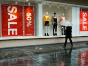 Hennes & Mauritz erleidet einen Gewinneinbruch im zweiten Quartal. (Bild: KEYSTONE/SALVATORE DI NOLFI)