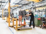 Das KOF-Konjunkturbarometer ist im Juni gestiegen. (Bild: KEYSTONE/GAETAN BALLY)