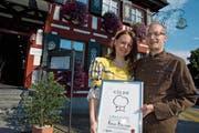 Claudia Turisser und Fabian Hartmann freuten sich 2011 über die Aufnahme in die Schweizer Gastronomie-Gilde. (Bild: Archivbild: Olaf Kühne)