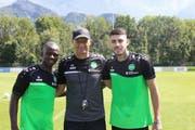 Stürmer Kekuta Manneh, Trainer Peter Zeidler und Innenverteidiger Leonel Mosevich. (Bild: PD)