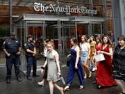 Nach dem Angriff auf eine Zeitungsredaktion in der US-Stadt Annapolis wurde der Schutz von Redaktionen im ganzen Land verstärkt, darunter auch am Eingang zur New York Times. (Bild: KEYSTONE/EPA/PETER FOLEY)