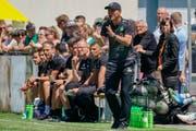 Noch coacht der neue St.Gallen-Trainer Peter Zeidler sein Team in Testspielen - bald gilt es jedoch ernst in Meisterschaft und Cup. (Bild: Andy Müller/Freshfocus)