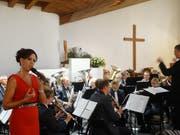Sängerin Sabrina Sauder und die Stadtmusik Bischofszell beim gemeinsamen Konzert in der Johanneskirche. (Bild: Erwin Schönenberger)