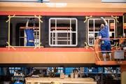 Blick in die Produktion der Stadler Rail in Bussnang Die Verhandlungen über einen möglichen Auftrag von 1,3 Milliarden mit dem Iran sind suspendiert worden. (Bild: Reto Martin).