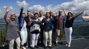 Freuen sich über die neu gewonnene Freizeit (von links): Vreny Würsch, Claudia Clifford, Brigitte Durrer, Ruth Marfurt, Kurt Mathis, Monika Egli, Peter Baumann, Martin Odermatt und Bea Kaiser. (Bild: PD)