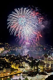 Das Feuerwerk anlässlich des Luzerner Fests vom 27. Juni 2015. (Bild: Pius Amrein)