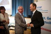 Durch das Einerticket der FDP stehen die Chancen gut, dass Fabian Peter (rechts) im Luzerner Regierungsrat den Sitz von Parteikollege Robert Küng (links) erben kann. (Bild: Philipp Schmidli (Sempach, 28. Juni 2018))