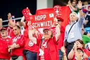«Hopp Schwiz» oder «Heja Sverige»: Wer schafft am Dienstag den Einzug ins Viertelfinale? (Bild: Laurent Gillieron/Keystone)