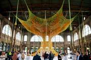 Kein Nagel, keine Schraube braucht es, um das 1120 Quadratmeter grosse Kunstwerk zu installieren.