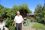 Urs Bawidamann in seinem Garten-Paradies in Rorschacherberg. (Bild: Perrine Woodtli)