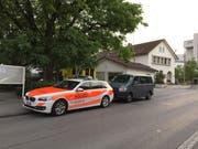 Einsatzfahrzeuge beim Gefängnis in Widnau. (Bild: Kapo SG)