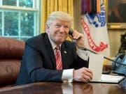 Ein US-Comedian ist laut eigenen Angaben mit einem gestellten Telefonat bis zu Präsident Donald Trump durchgedrungen. (Bild: KEYSTONE/EPA/MICHAEL REYNOLDS)