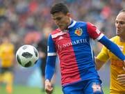 Basels Mohamed Elyounoussi im Kampf um den Ball mit YB-Verteidiger Steven von Bergen (Bild: KEYSTONE/MELANIE DUCHENE)