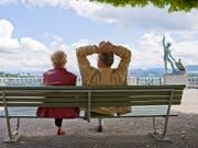 Das Leben geniessen, das möchten viele über 60 Jahre alte Schweizerinnen und Schweizer. (Bild: KEYSTONE/GAETAN BALLY)