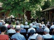 Musik unter üppigem Grün: Das Konzert fand im Garten Maria Opferung statt. (Bild: Stefan Kaiser, 2. Juni 2018)